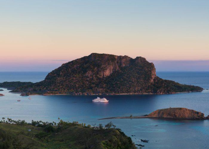 Reef Endeavour, Yasawa Islands © Captain Cook Cruises