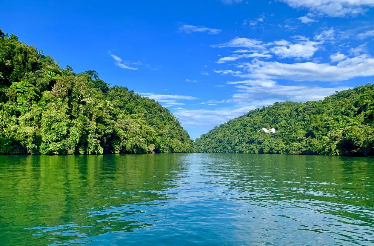 Parque Nacional Río Dulce, Guatemala © Weyden Gonzalez on Unsplash