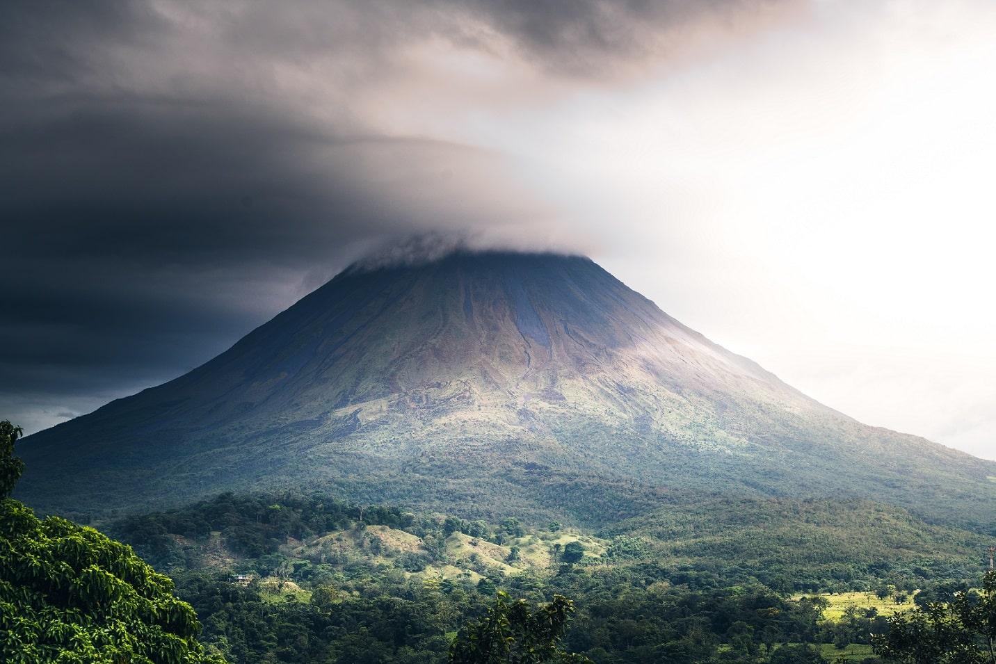 Arenal Volcano © Cosmic Timetraveler on Unsplash