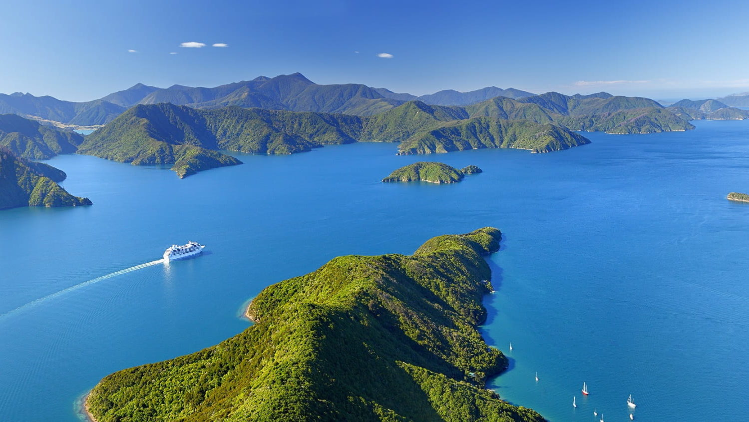 Marlborough Sounds © Rob Suisted