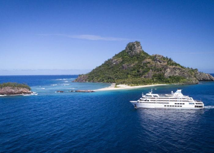 Reef Endeavour, Captain Cook Cruises, Monuriki Island
