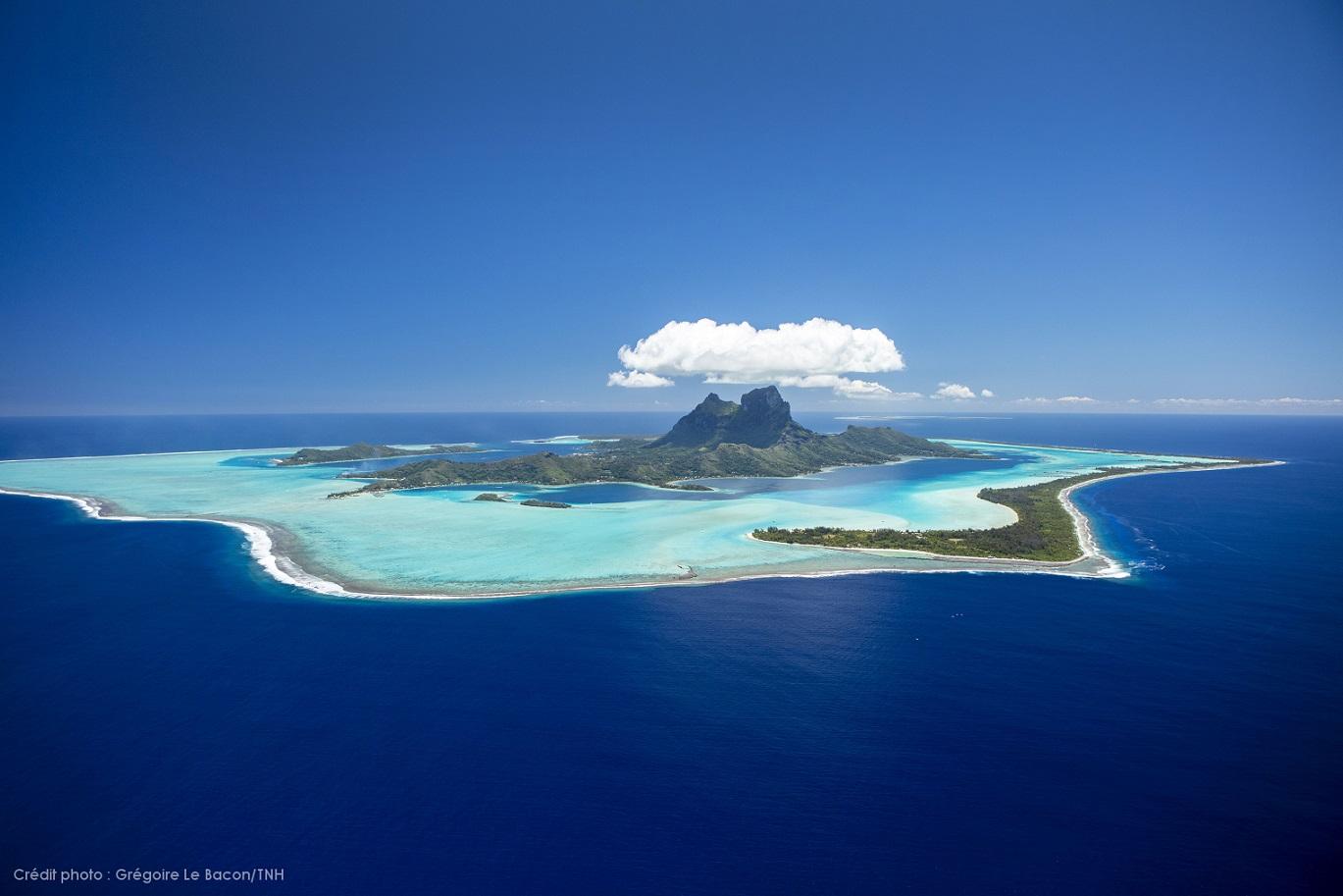 Bora Bora © Grégoire Le Bacon Tahiti Nui Helicopters