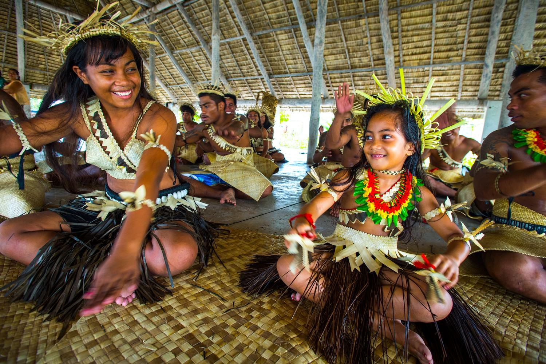 Custom Dance, Kiribati © David Kirkland_SPTO