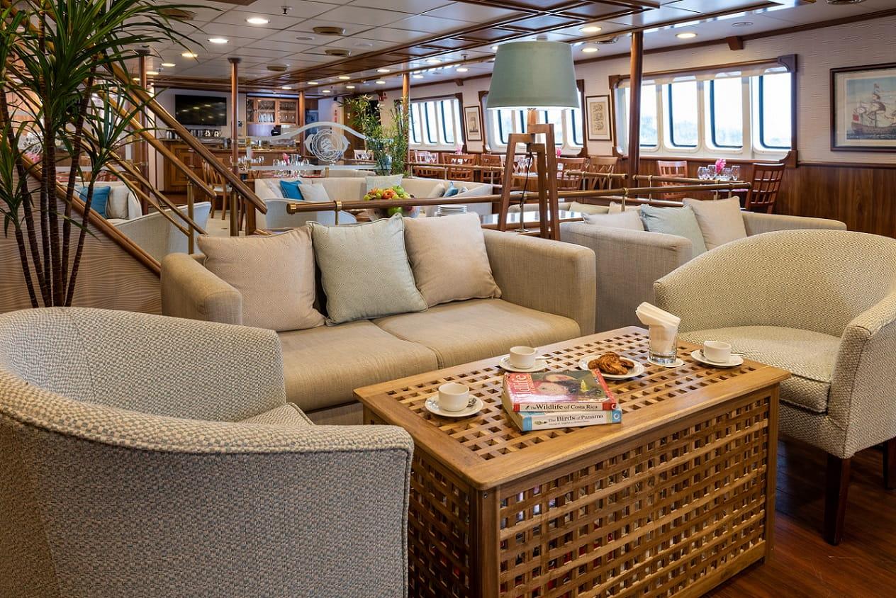 Variety Cruises, Panorama, Indoor Lounge